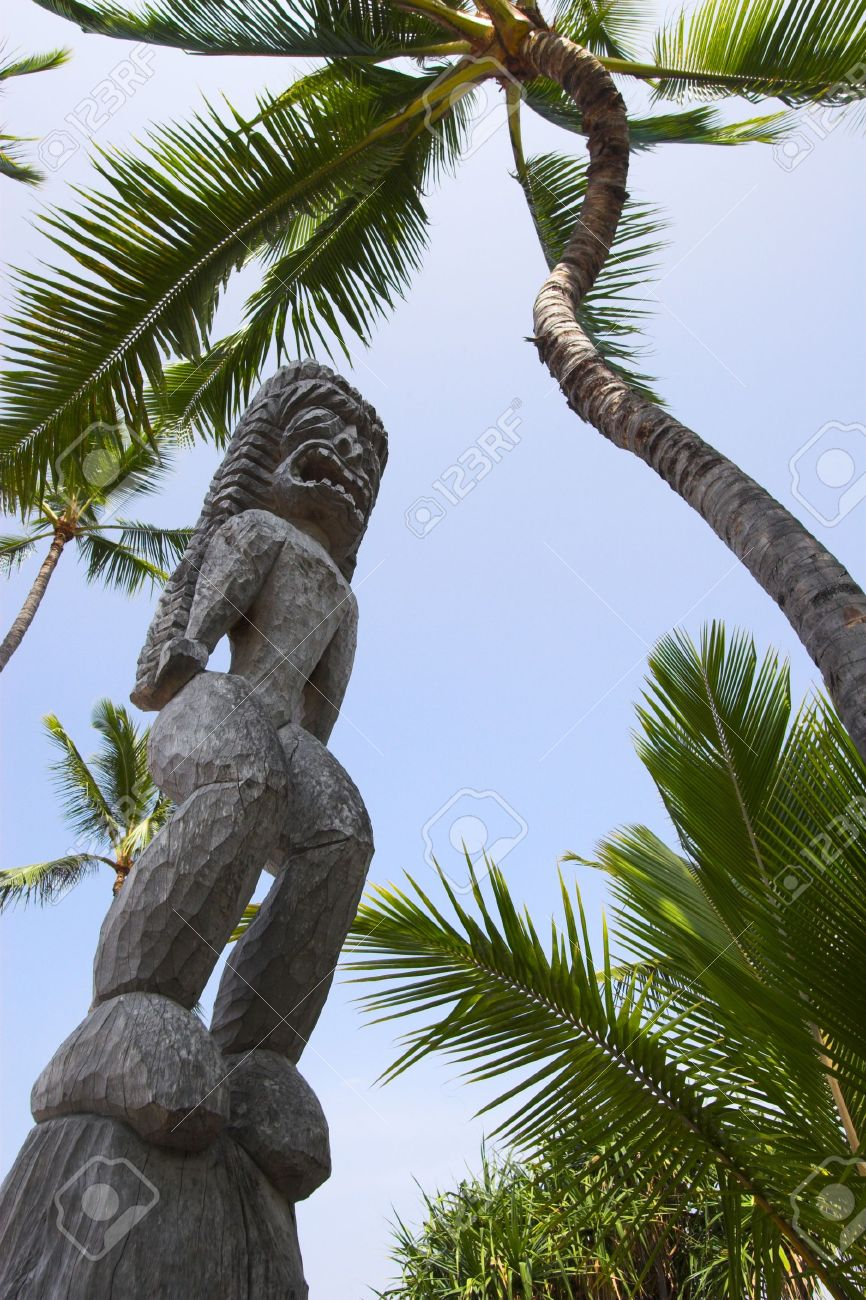 4527807-wooden-statues-of-idols-in-big-island-stock-photo
