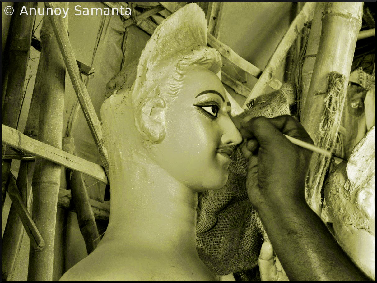 durga-puja-2014-artisans-busy-in-painting-of-idols-3