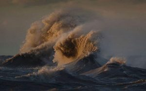 image-waves-of-lake-erie